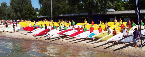 70 Stand Up Paddler an der  – Luzerner Seeüberquerung