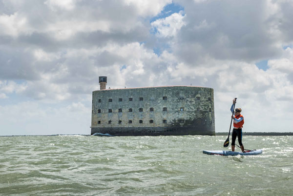 Stand-Up-Paddling-at-Fort-Boyard