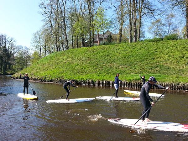 SUP-Paddler-auf-dem-Fluss