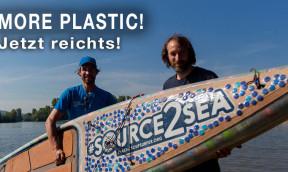 Stand-Up-Paddler befährt den gesamten Rhein mit einem Board aus Plastikflaschen