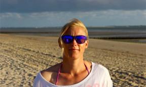 Surflehrerin abseits von Klischees