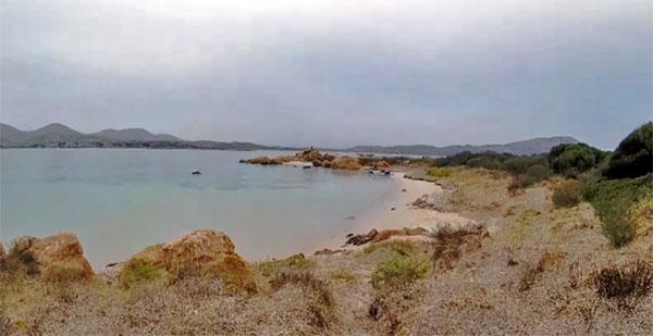 Einsamer-Strand-auf-Sardinien