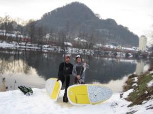 Grazer Jungs SUP im Schnee