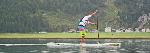 Stand-Up-Paddler-in-den-Alpen