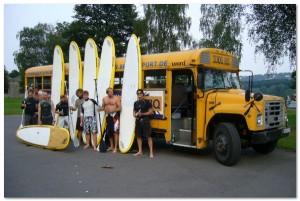 SUP_gruppe_vor_US_Schulbus