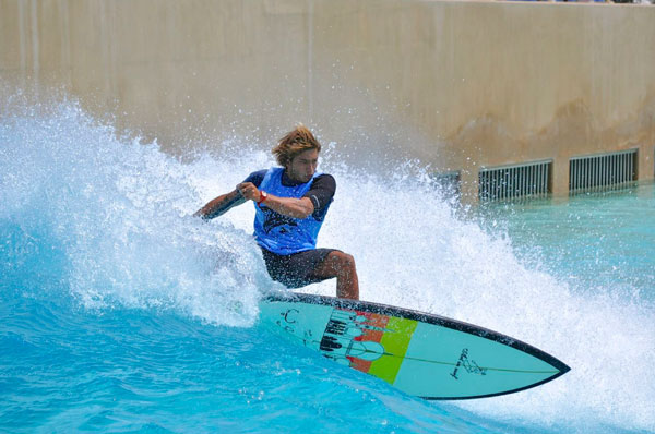 Surfing_Wadi_Adventurepark_dubai