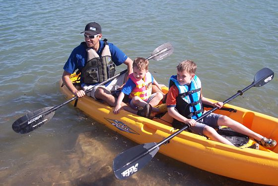 kayaker_dad_with_sons