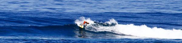 Casper-Steinfath-sup-surfing