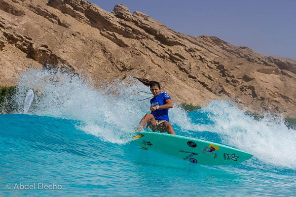 Nicole-Pacelli-surfing-wadi-watepark